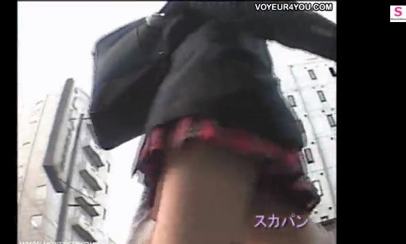 【町で見かけるパンチラ】外を歩く、自転車に乗る女子校生にカメラを向けてみたらパンチラが撮れた