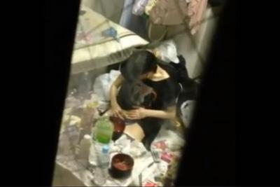 《家庭内盗撮》汚い部屋でマン毛を剃毛する女子校生の妹を隠し撮りしたリアル過ぎる映像がこちらww