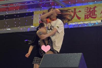 【アイドル パンチラ】メンバーは全員現役JK♪激しいダンスで食い込んだブルマの隙間からww 問題のシーン14:07