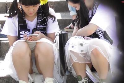 お祭りに居た女子校生のパンツ望遠カメラでズーム!あれ!?シミついてない・・・??www