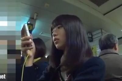 《女子校生 パンチラ盗撮》可愛すぎる…逆さ撮り史上No.1の美少女JK見つけたら、電車内まで追いかけてパンツ撮るしかないww