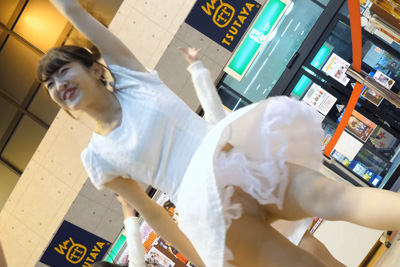 【アイドル パンチラ】履き忘れ♡超至近距離でパンスト透け純白大パンチラ♪問題のシーン3:01
