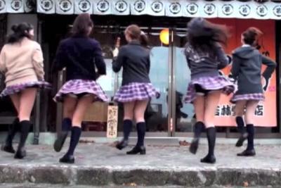 【アイドル パンチラ】PVでパンツ見えてるアイドルの動画見つけたww 問題のシーン0:32