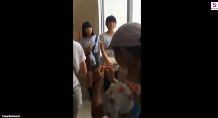 電車、コンビニ、学校で美少女を尾行してJKパンチラをいっぱい盗撮