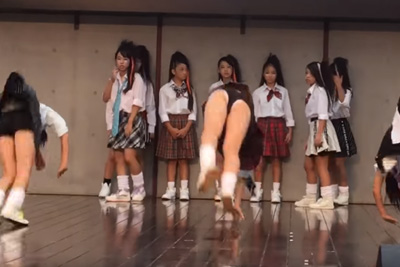 【文化祭 パンチラ】やべえぇぇwwダンス部JKのブルマが食い込み過ぎてパンツがはみ出ちゃってるんだがww 問題のシーン1:16~