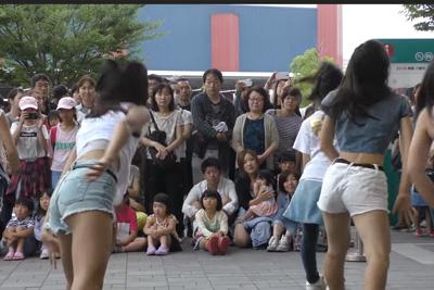 【文化祭 パンチラ】至近距離でこんなの見せられたら勃起不可避w JKがエロエロショートパンツでダンスした結果パンツが見えちゃった♪ 問題のシーン 2:31