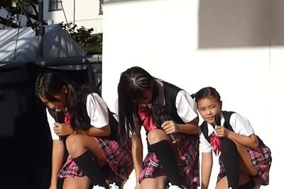 【アイドル パンチラ】JK入学前か?めちゃ童顔な女の子がパンツはみ出しながら歌ってる件ww 問題のシーン2:14
