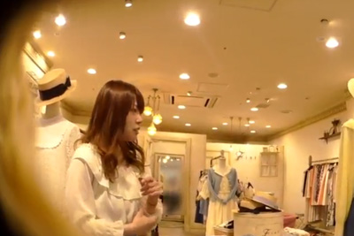 【逆さHERO】撮影者が逮〇されたガチ盗撮!ふわふわした雰囲気の店員さんロングスカートにカメラ突っ込み強引盗撮w