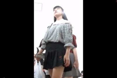 《盗撮》パンツ逆さ撮り目的で文化祭潜入したら美少女女子校生だらけやないかいwww