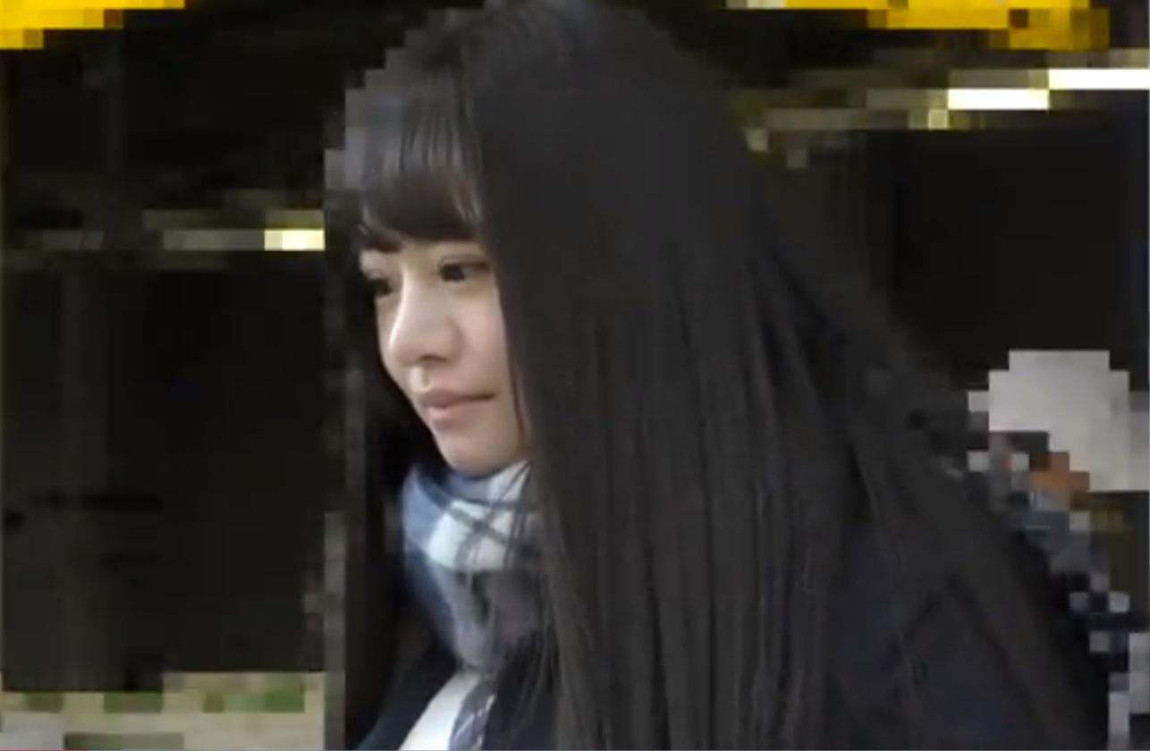 女神降臨!!車内で手マンされ恍惚の表情を浮かべる超美人女子校生