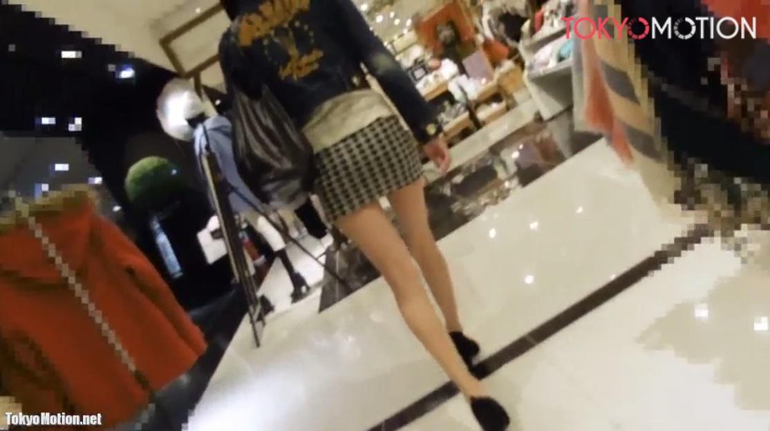《美脚 パンチラ盗撮》ミニスカートを履いた超美脚美人のパンティ盗撮