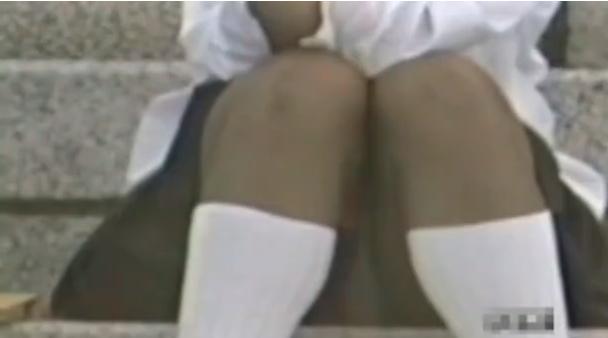 【白こそが学生にはお似合いだと思える】ソックスだけでなくスカートの中の下着まで白なのが素晴らしいと思えてくる
